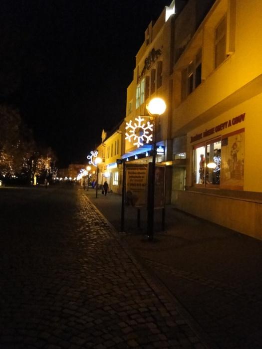 Pešia zóna dýcha vianočnou atmosférou     Aktuality a oznamy     Mesto  Humenné     www.humenne.sk eec712897aa