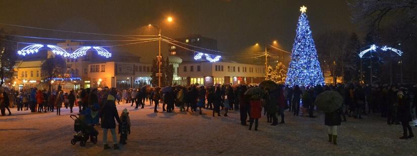 6dc91fe5cc26e Mikuláš slávnostne rozsvietil vianočný stromček v Humennom ::: Aktuality a  oznamy ::: Mesto Humenné ::: www.humenne.sk