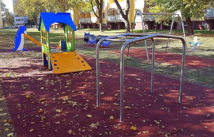 Na Puškinovej ulici vyrástlo nové detské ihrisko     Aktuality a oznamy      Mesto Humenné     www.humenne.sk 788d2c855db