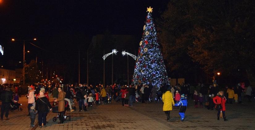 d13ed8d082cf Deti našli Mikuláša a spolu s ním rozsvietili vianočný stromček ...
